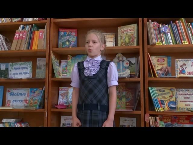Изображение предпросмотра прочтения – ОляПекаж читает произведение «Детство» И.З.Сурикова