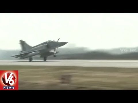 IAF Aircrafts Land On Agra-Lucknow Expressway || Uttar Pradesh || V6 News