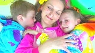 Are you sleeping brother John,Tawaki kids pretend play with mom.