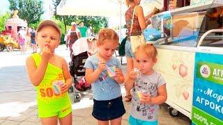 Парк развлечений для детей Алина и Алиса Мими Лисса гуляет и развлекается Amusement Park