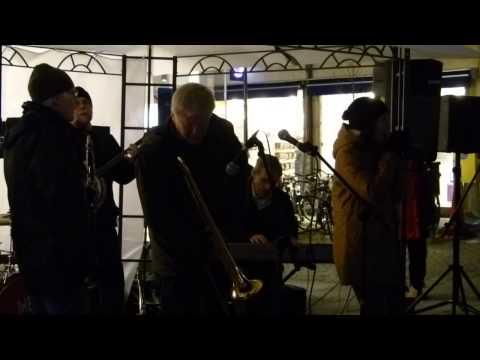 The Red wing band på Kungsgatan i Alingsås 25 oktober 2012. Light Night Shopping.
