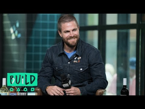 Stephen Amell's Training To Become The Green Arrow On