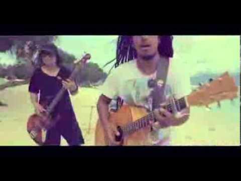 Ray D'Sky Feat  Ras Muhamad   Terjebak di Pulau Yang Indah Official Video)   YouTube [240p]