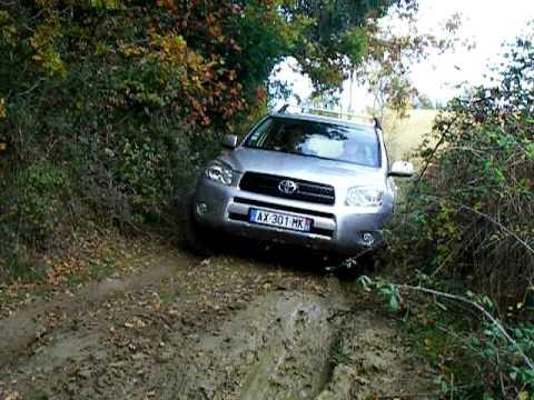 Toyota RAV4 offroad/tout terrain.