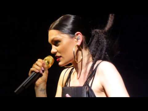 Jessie J - You Don't Really Know Me (Acoustic) (HD) - Village Underground - 20.07.14