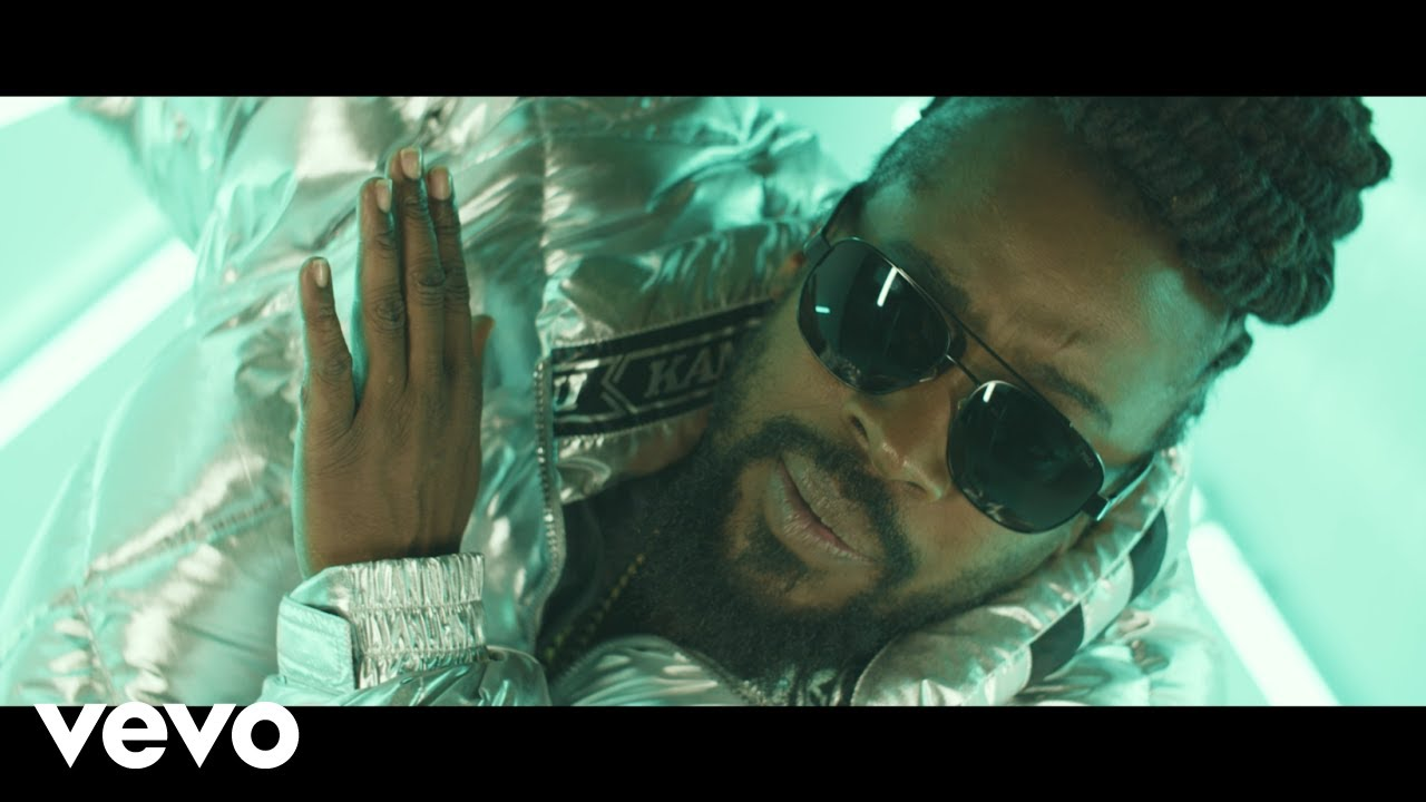 Download Beenie Man - Put Her in Di Middle (Official Music Video)