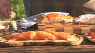 Малосольный лосось, копчено- запеченный лосось, соус песто