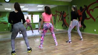 Казанские девушки танцуют тверк