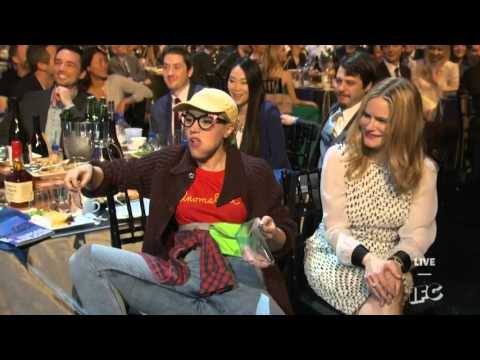 2016 Oscars_Kate McKinnon Kisses Paul Dano at the 2016 Spirit