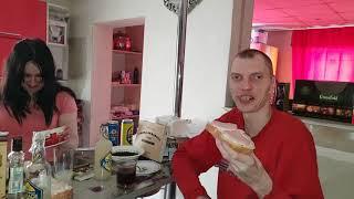 обедаем бутербродами с Колбасой в 13:50 дня