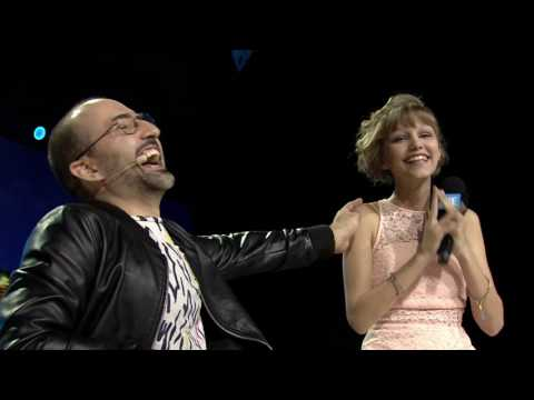 Grace VanderWaal - Two Stools with Spencer West (WE Day Interview)