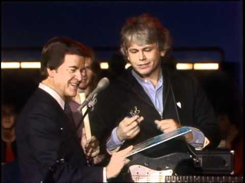 Dick Clark Interviews Walter Egan - American Bandstand 1983