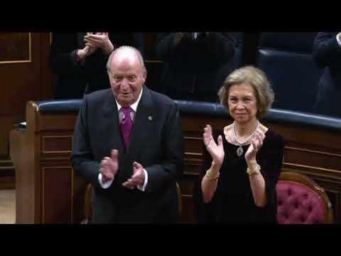 Podemos no aplaude ni al Rey, ni al rey emérito ni al himno de España