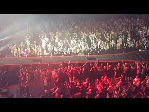 Queen + Adam Lambert - Radio Ga Ga (Brisbane Entertainment Centre, Australia, 24 Feb 2018)