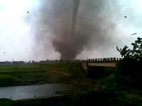 devastating cyclone komen hit in bangladesh, must watch