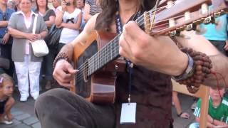Guitar đường phố, đậm chất flamenco tim bạn phải đập theo nhịp đàn