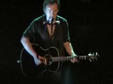 Highway Patrolman (solo acoustic) Bruce Springsteen 4/25/2005 Detroit, MI