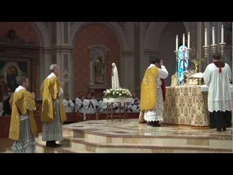 Solemn High Traditional Latin Mass Cathedral of the Blessed Sacrament, Sacramento (May 5, 2012) HD