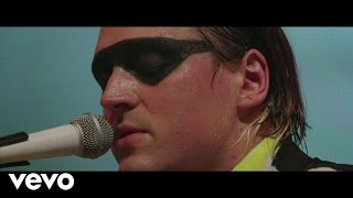 Repeat youtube video Arcade Fire - The Suburbs (Live At Earls Court)