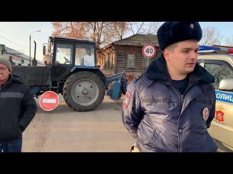 Титушки администрации Серпухов препятсвуют парковке у митинга.