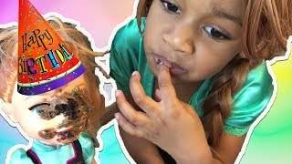 Elsa's Birthday Party Surprise ! Elsa and Anna Toddlers Cake & Baby Doll Bathtub Prank