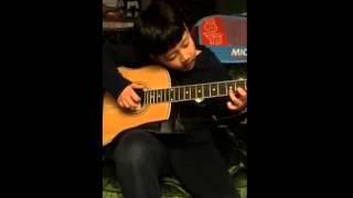 Thạch Đầu Chơi Đàn Guitar Cực Lãng Tử