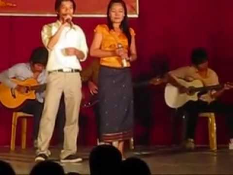 Lao students in Hue-cay dan sinh vien.flv