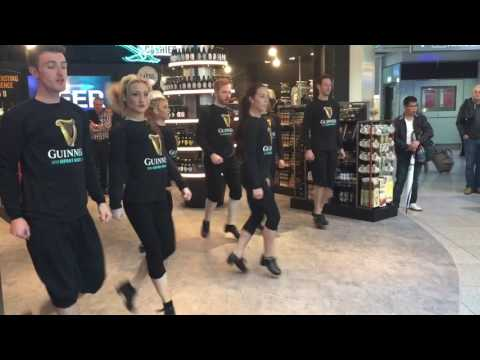 IRISH DANCERS FLASHMOB at The Loop Dublin Airport