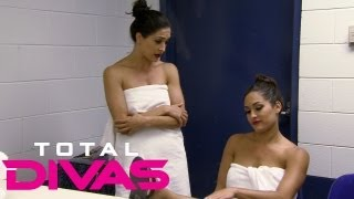 Repeat youtube video Nikki Bella suffers an injury during a match on Raw
