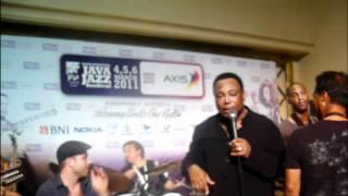Kamal Musallam jamming w/ George Benson @ Java Jazz Festival 2011