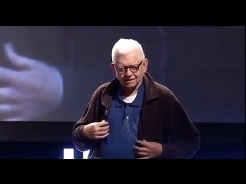 Diline ve gönlüne sahip çık | Oktay Sinanoğlu | TEDxIhlasCollegeED