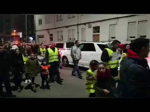 Sarria sale a la calle por una solución para el colegio Frei Luis de Granada