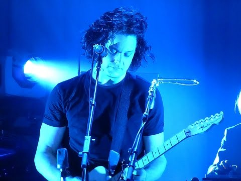 Jack White Chicago July 23 2014 - Ball and Biscuit
