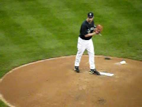 Cliff Lee Delivers A Pitch