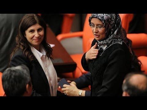 Turkey: Four MPs wear head scarves in parliament