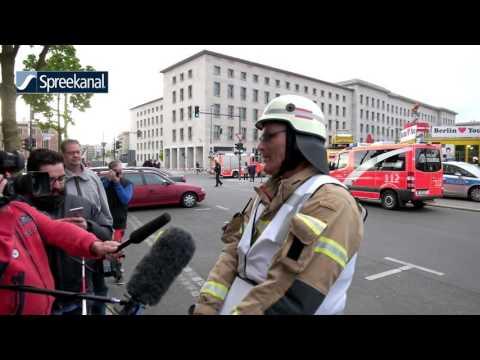 Berlin   Ballon Unwetter Drama   Feuerwehr rettet Touristen