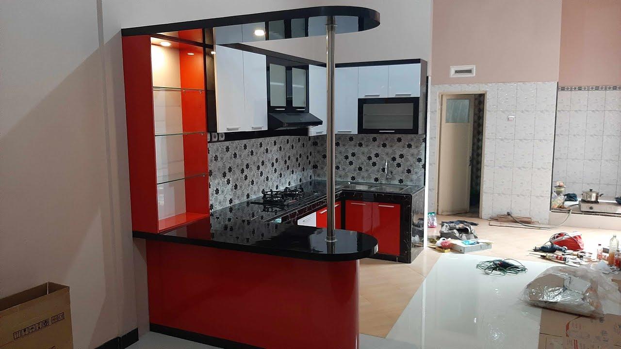 Desain Kitchen Set Ukuran 3 2 X 1 5 M Dengan Minibar Untuk Meja Makan Warna Merah Hitam Dan Putih Youtube