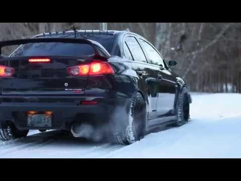 Mitsubishi резвятся в снегу
