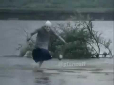 La vecchietta nell'acqua