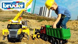 Машинки #Брудер Автокран подымает Экскаватор Видео для мальчиков