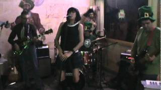 "The Bed Bugs ""One Way or Another"" at Papi Chulo"