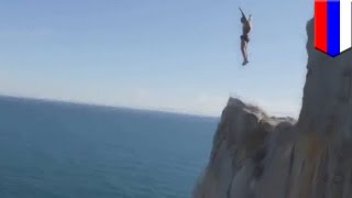 Россиянин погиб, прыгнув с 50-метрового утёса(В России один смельчак решил прыгнуть в воду с 50-метрового утёса, несмотря на просьбы окружающих не делать..., 2015-08-29T10:36:39.000Z)