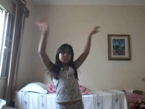 Isabella dançando e ze e show das poderosas da mc