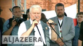 Poland: Former president joins protests against courts reforms