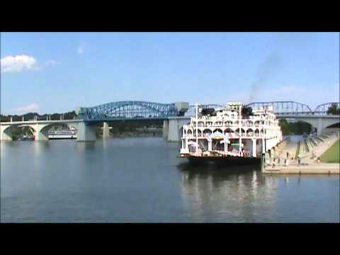 """Steamboat """"American Queen"""" in Chattanooga"""