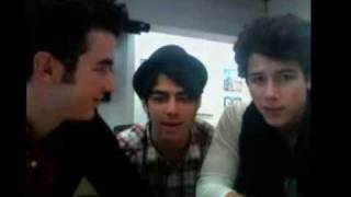 Nick singing Catch Me by Demi Lovato Live Chat 8/22/09 + DOWNLOAD LINK!!!!