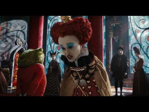 Alicia en el País de las Maravillas de Tim Burton | Escena: '¡Que le corten la cabeza!' | HD