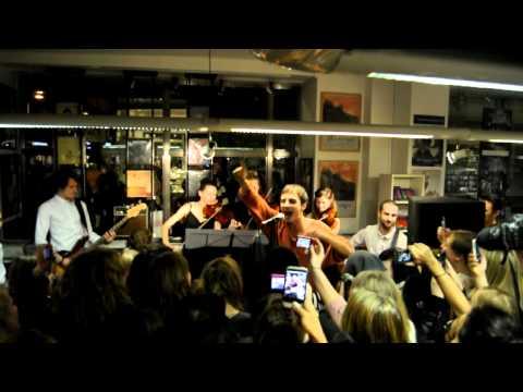 Daniel Adams-Ray - Dum Av Dig live @ Bengans