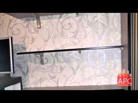 Двухстворчатый встроенный угловой шкаф купе с зеркалом