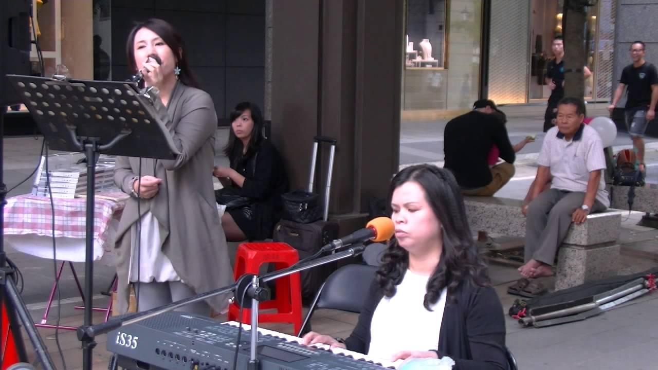 103年10月4日欣韻二重唱在寶麗廣場演唱:寧夏 (720P) - YouTube